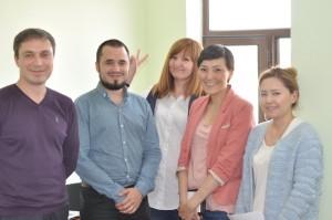 キルギスでITやコンテンツの調整、通訳をしてもらう5名の現地スタッフ