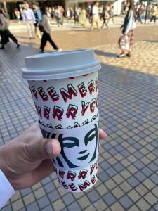 スタバのカップもクリスマス仕様に